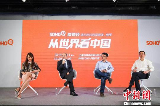 "SOHO中國董事長潘石屹在上海舉辦""潘談會"",和知名財經作家吳曉波、青年曆史學者施展展開對話,從當下中國與世界的關係談過去10年他們眼中中國的變化。"