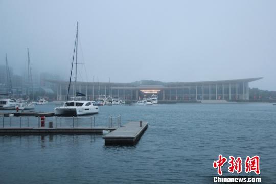 第十八次会议在青岛奥帆中心举行,国际会议中心正是此次峰会的主会场