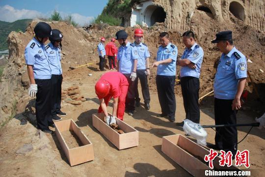 吴起县公安局销毁200余枚战争时期遗留废旧炮弹。 吴起县官方供图 摄