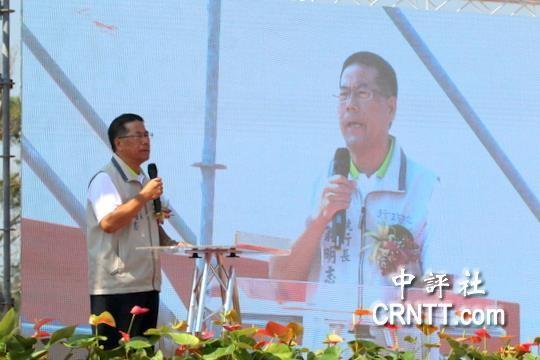 台当局官员翁明志在通水仪式上发言(图片来源:中评社)