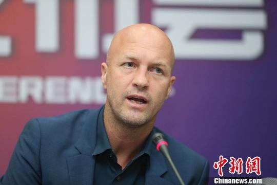 小克鲁伊夫出任重庆斯威主教练