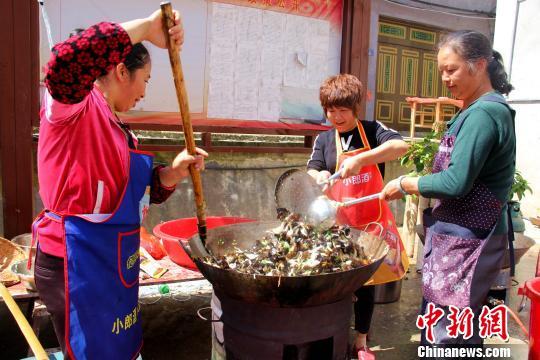 """福建寿宁八斗洋社区百家宴:吃出和谐""""家""""味道"""