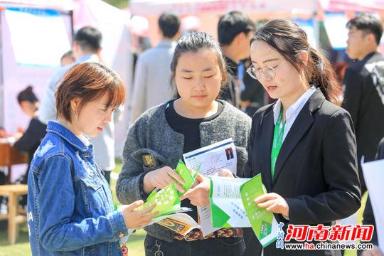 漯河医专举办2019年大型毕业生就业招聘会