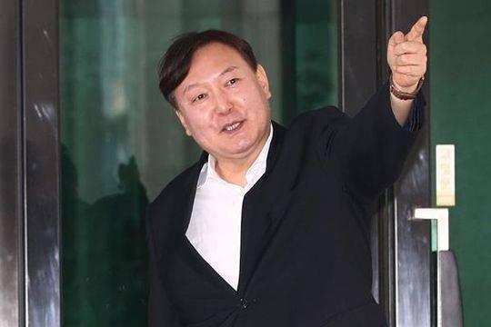 亲手把朴槿惠李明博送监狱!他被文在寅强行任命韩国检察总长