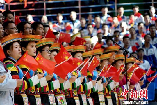 青海海东万人同歌深情表白:祖国