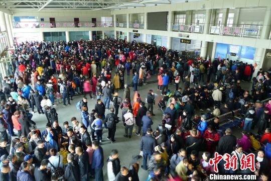 中国边城黑河出入境旅
