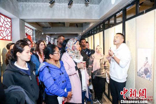 多国孔子学院留学生踏上国学文化之旅