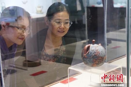 国内外近300件当代陶瓷创意作品亮相宜兴