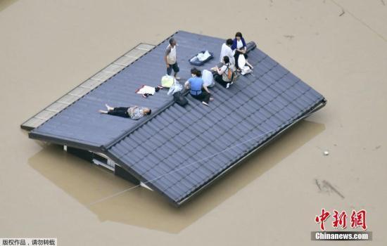 日本暴雨致逾百人丧生 痛失亲人者:昨天明明还活着!
