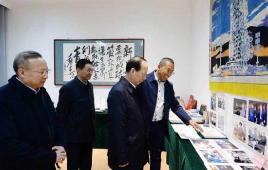 石泰峰走访中央驻区新闻单位