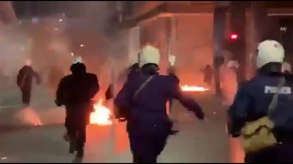 希腊的示威活动日趋暴力化。。。