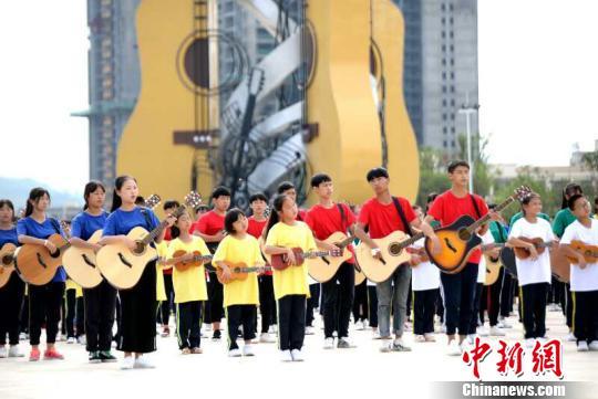 贵州正安与中外24家企业签约 吉他文化产业引资8.4亿元芦台一中贴吧