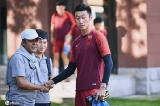 刘殿秋道歉:张鹭醉驾事件损害国足形象