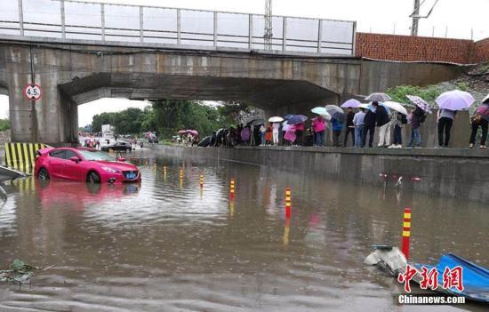 资料图:5月21至22日,四川乐山市中区、沙湾区、峨眉山市、沐川、马边等地遭遇强降雨袭击。 乐山交警供图