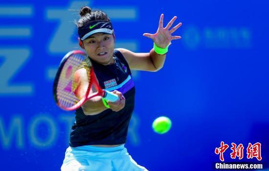 武汉网球公开赛:王雅繁胜劳伦·戴维斯