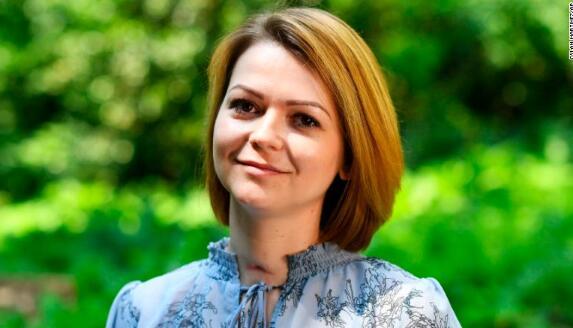 俄前双面间谍之女尤利娅首度公开露面,接受采访。(图源:CNN)