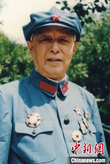 援湖北军医老红军外公逝世:继续奋战抗疫一线告慰老人图片