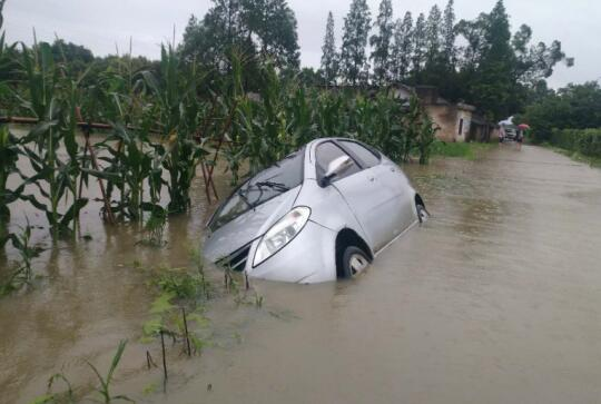 四川暴雨频发 中华财险防汛减灾在行动