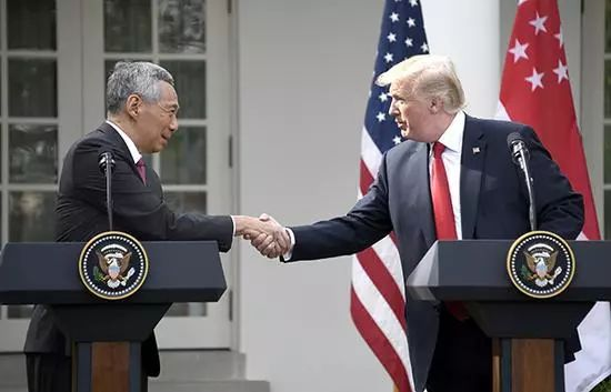 ▲资料图片:2017年10月23日,美国华盛顿,新加坡总理李显龙出访美国,与美国总统特朗普会晤。