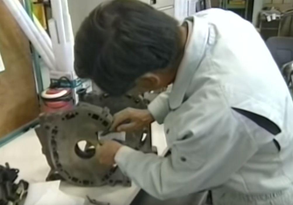 为了续命转子发动机,马自达的7位工程师上演了一出宫斗剧