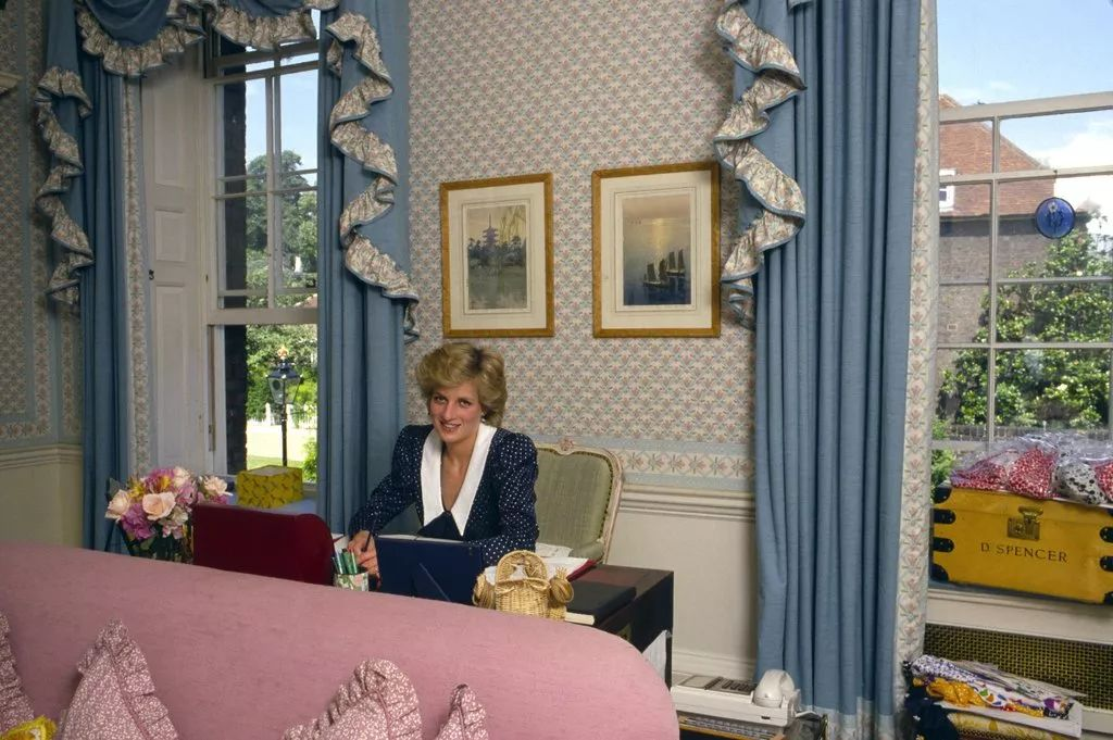 The Sitting Room: Diana's Workspace