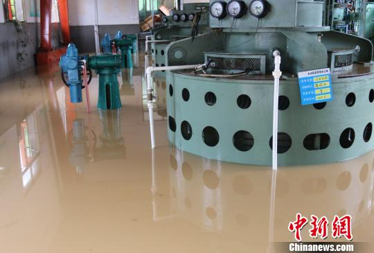 江西遂川山区遭受暴雨侵袭 当地民众齐心抗洪救灾