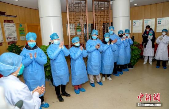 中国红基会为首批19名康复血浆捐献志者提供人道救助金