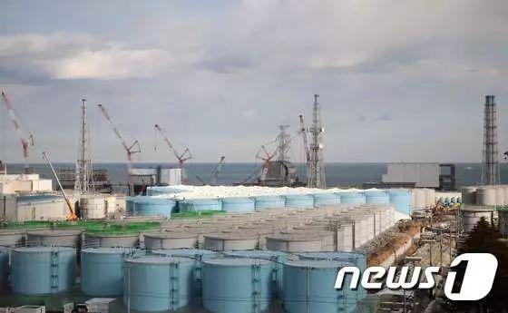 """福岛第一核电站内的核污染水罐(图源:韩国""""news1""""新闻网站)"""