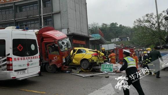 重庆广黔路往江南殡仪馆方向出车祸 致四公里拥堵