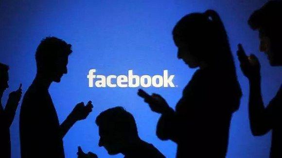 Facebook口述史:扎克伯格第一张名片印着我是骚女人