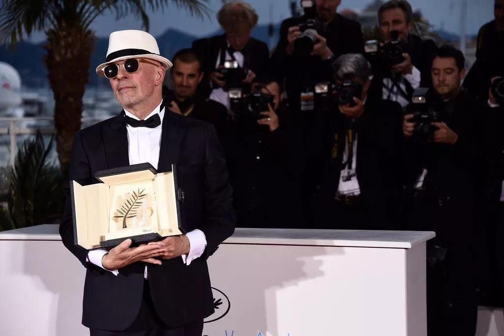雅克·欧迪亚执导的《流浪的迪潘》获得了,第68届戛纳电影节主竞赛单元金棕榈奖