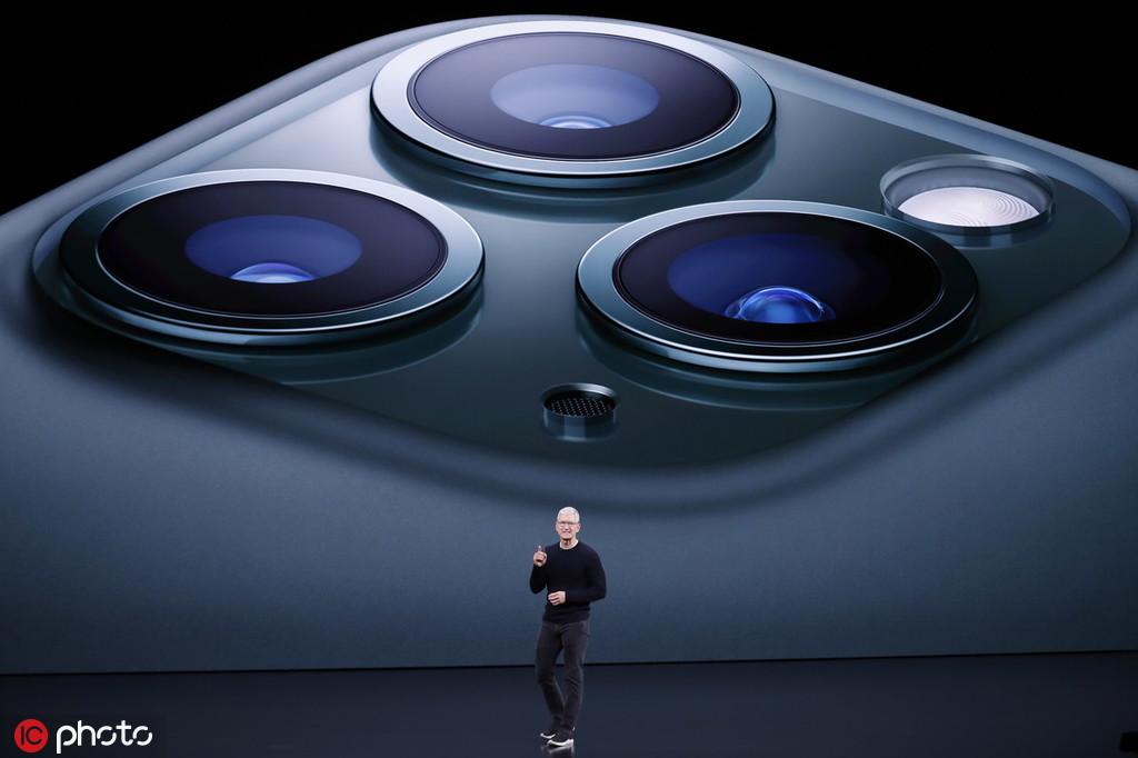 """被网友们戏称为""""浴霸电磁炉""""的iPhone 11摄像头 @IC Photo"""