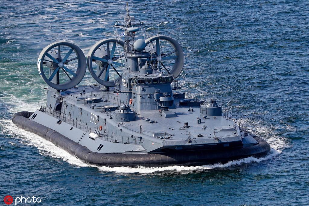 """俄罗斯8月初正在波罗的海举办年夜范围军演,出动""""家牛""""气垫登岸艇 @IC Photo"""
