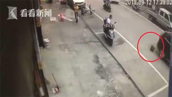 随后双方发生冲突,目前警方已介入调解。