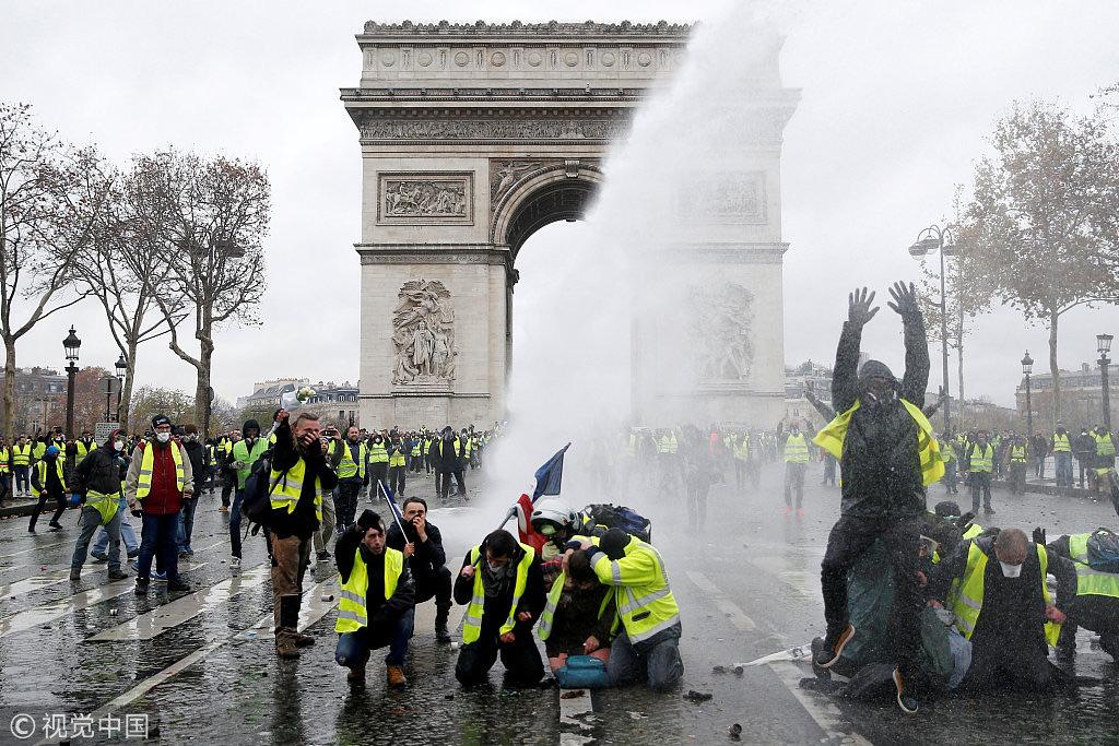 首都巴黎的抗议活动现场/@视觉中国