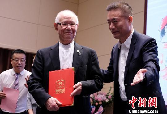 日本漫画大师千叶彻弥走进南京高校设立创新中心