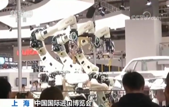 """走进进博会最""""聪明""""展区 感受全球顶尖技术 智慧与机械的完美融合"""