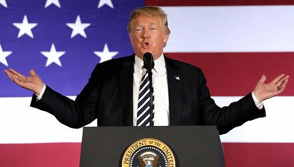 8月31日,特朗普出席竞选筹款活动,为共和党议员站台。图片来源:视觉中国