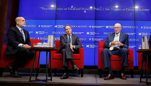 9月12日,(左起)美联储前主席伯南克,美国前财长盖特纳、保尔森。图片来源:视觉中国