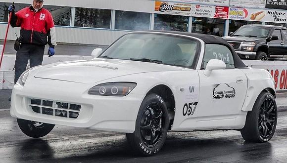 把各厂商量产电动车部件塞进一辆本田S2000是一种什么体验?