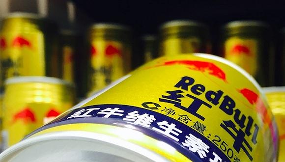 北京超市中的红牛饮料。摄影:赵晓娟