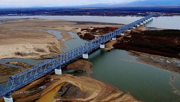 中俄两国第一座铁路桥——同江铁路大桥正式合拢