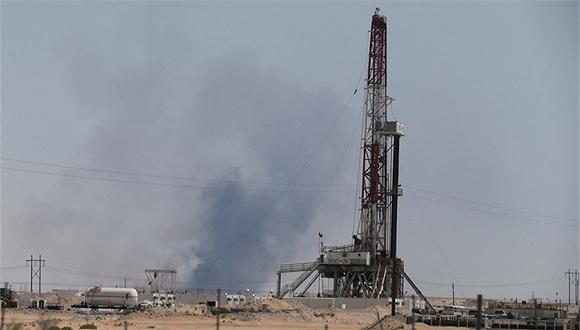 沙特石油设施遇袭产量减半 国际油价或飙升逾10%