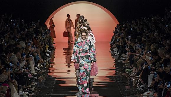图片来源:fashionista