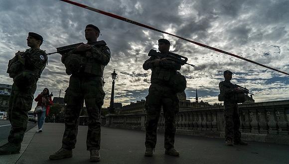 案发后,安全部队封锁了附近街道。来源:IC Photo