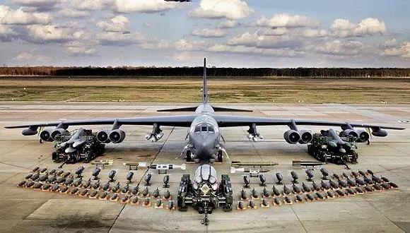 1955年退役的B-52计谋轰炸机,以后仍能担任好军主力