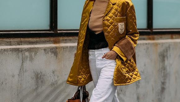 天冷了穿羽绒服干嘛 把棉被穿身上才是真时髦