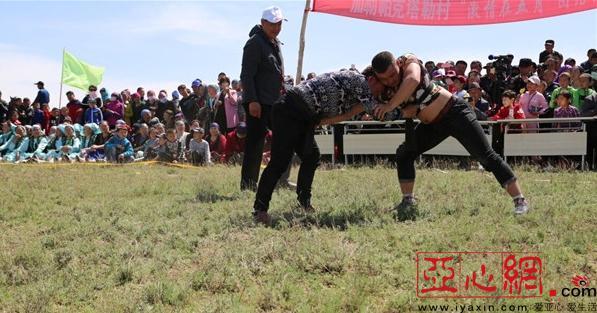 新疆裕民县乡村传统体育运动会受村民热捧