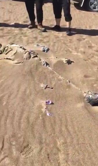新疆沙漠发现一干尸疑似河南失踪人员 有精神病史