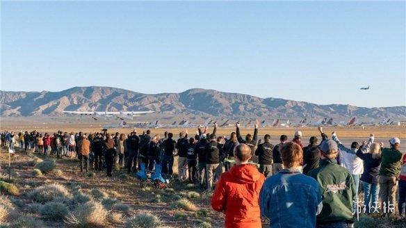 世界上最大的飞机Stratolaunch完成首飞 将输送火箭进入太空
